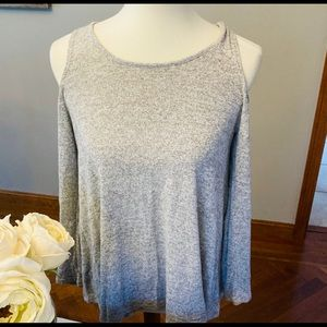 Acemi light gray cold shoulder thin sweater L